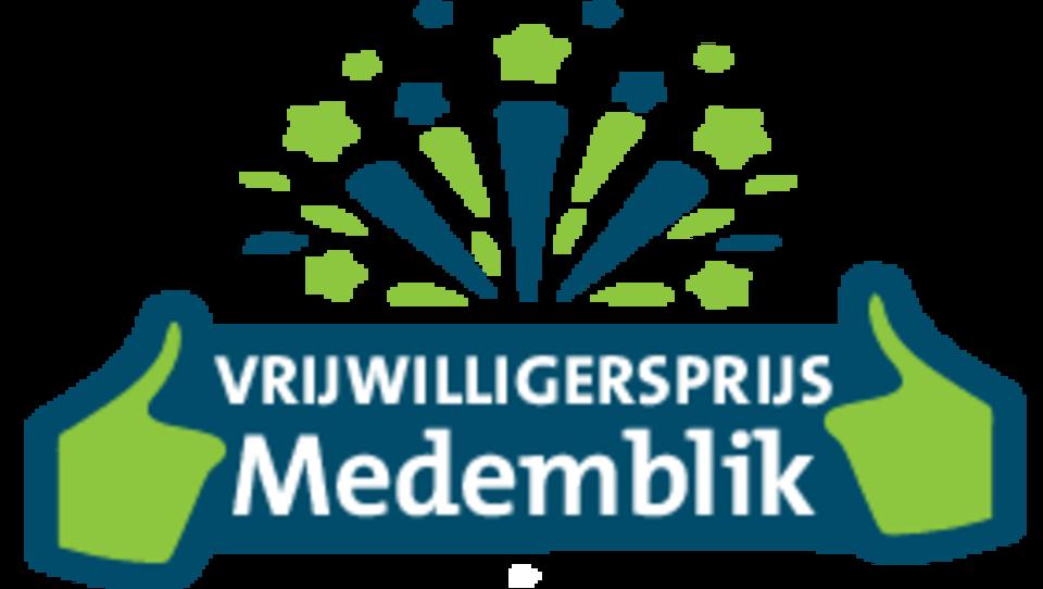 Logo met tekst: vrijwilligersprijs Medemblik. Met twee duimen omhoog.